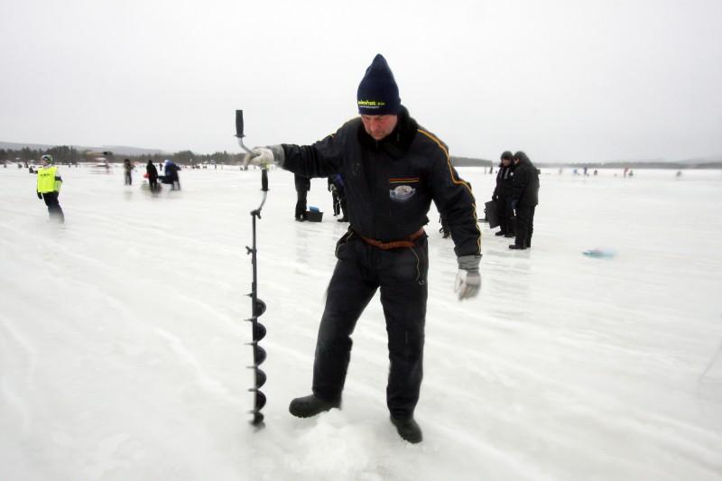 Lars Hakamäki, Åsele, har valt en plats han tror ger tur.