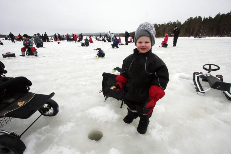 Nilas Renman, Umeå, hör till det unga gardet fiskare.